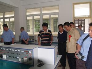 漳州财校--参观实验室